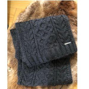 Super cute warm Michael Kors wool scarf
